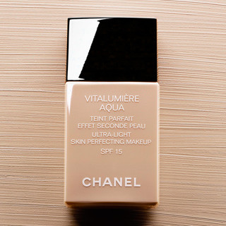 chanel vitalumiere aqua foundation musings of a stylista. Black Bedroom Furniture Sets. Home Design Ideas